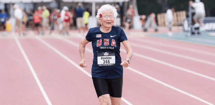 Julia Hawkins bat le record du monde du 100m pour une femme de plus
