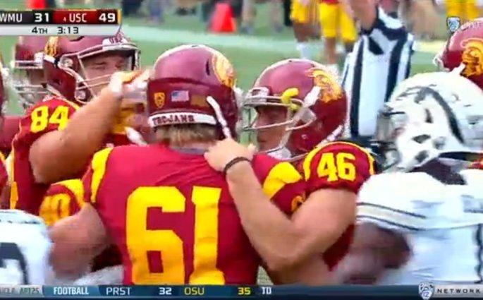 Aveugle depuis ses 12 ans, Jake Olson réussit le snap avec USC