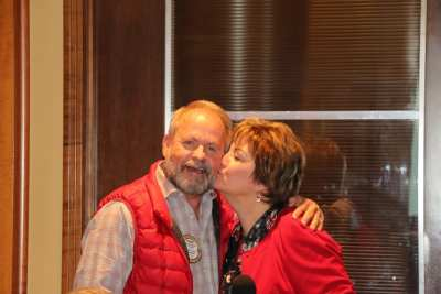 Deb Granda give PP Randy Donald a Christmas peck on the cheek.