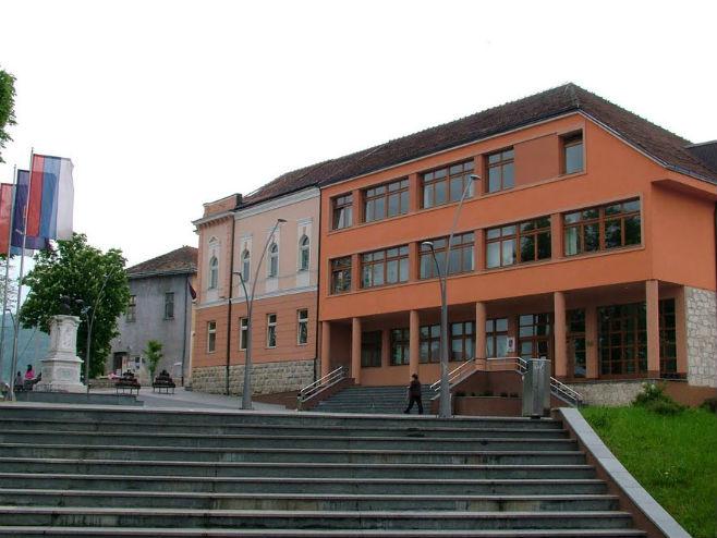 Mrkonjić Grad-zgrada opštine (Foto: panoramio) -