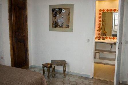 Clos-valdet-chambre-beige-03