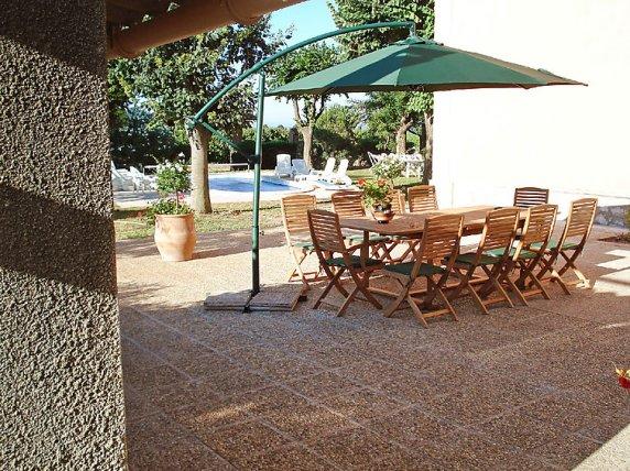 Clos-valdet-patio-01