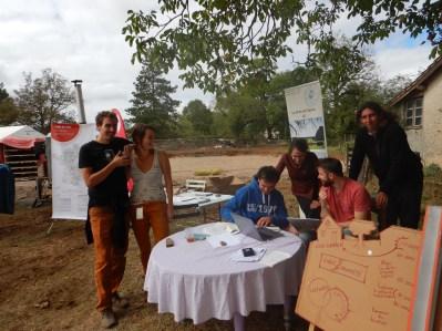 Le stand de la collecte de fonds avec La Talvère et La Foncière Antidote