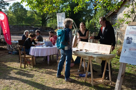 Stand de la collecte de fonds Photo Thibaud Morin
