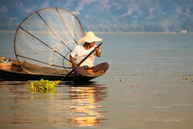 Viaggio in Myanmar , Lago Inle riflessi di pescatore