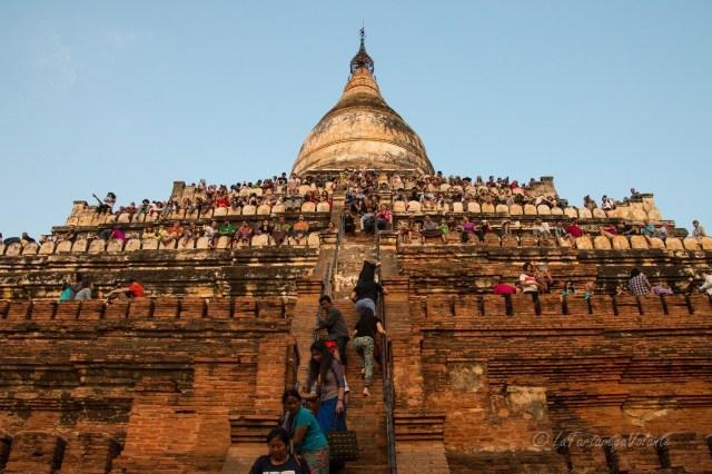 Myanmar templio affollato