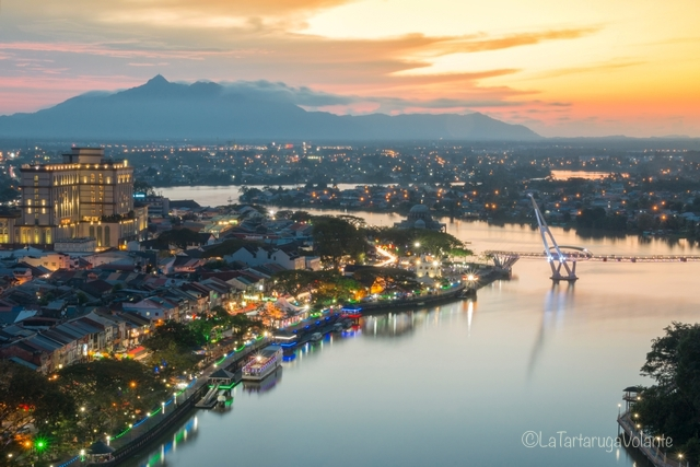 Borneo, Kuching by night