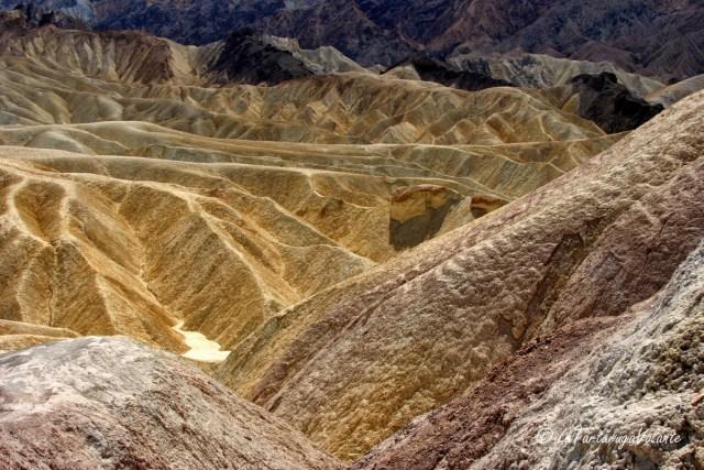 California, Death Valley zabrinsky point 3