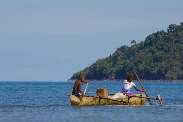 Viaggio in Madagascar, bambini in barca
