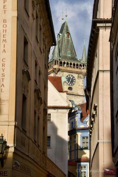 Praga, chiesa fra i palazzi