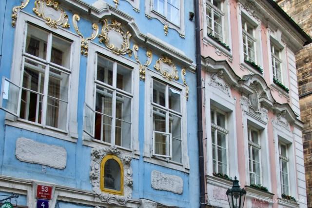 Praga, particolari di case vicino a ponte carlo