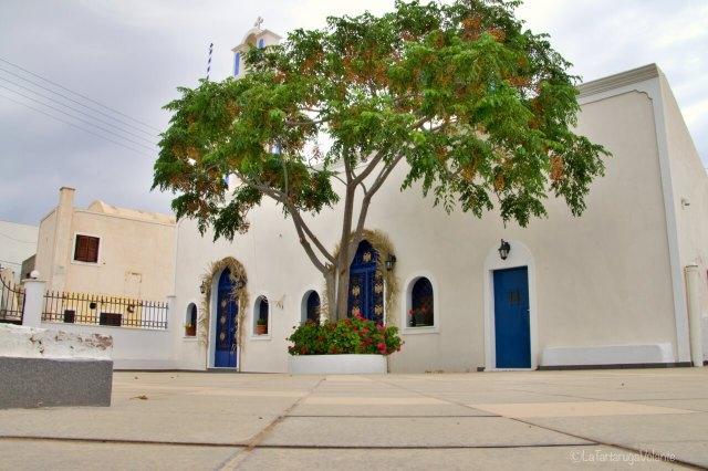 Santorini, chiesa al sud