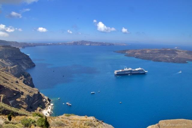 Santorini e nave a Fira