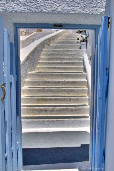 santorini, porta azzurra