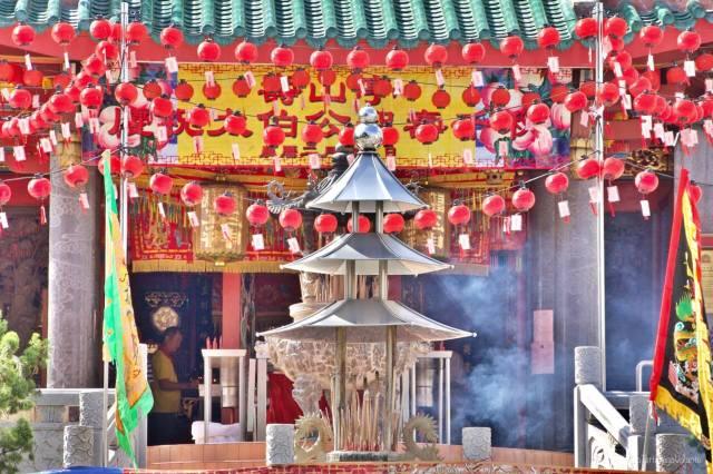 bali hari nyepi templio con offerte