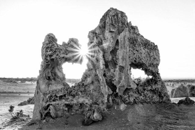 Raggio di sole nei Pinnacoli in bianco e nero