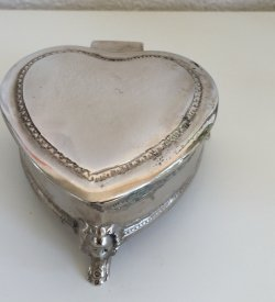 Heart Shaped Metal boxes