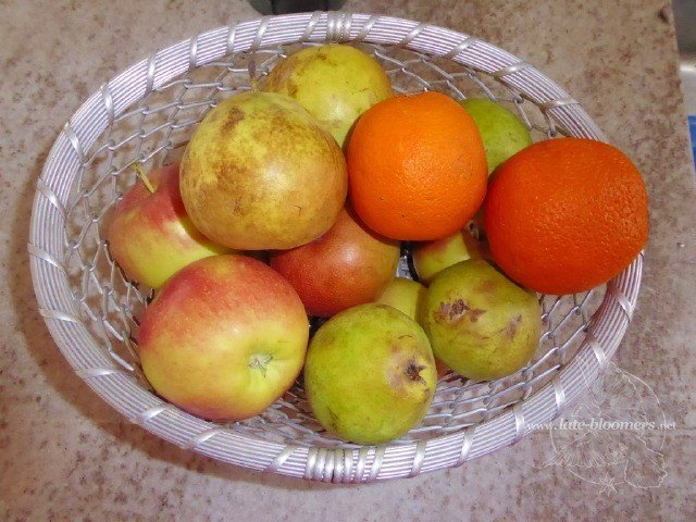 apples, pears and oranges