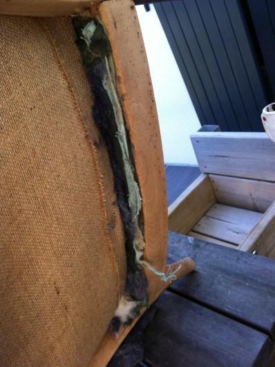fixation des différentes épaisseurs du tissus du dossier assise