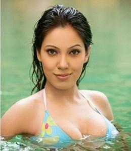 Munmun Dutta Hot Bikini Navel Images
