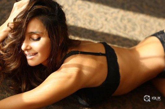 Shibani Dandekar Hot Photos