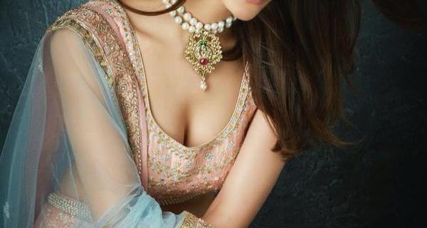 Vaani Kapoor Saree Navel Cleavage