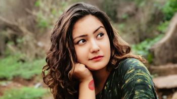 Aashika Bhatia Photos, Images – HD Wallpapers | आशिका भाटिया फोटो इमेज और वॉलपेपर