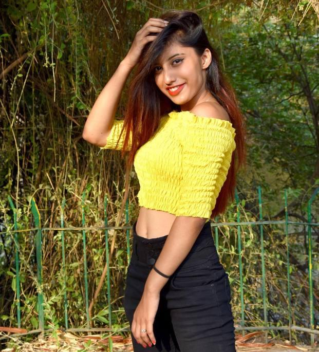 Somya Daundkar Photos Images