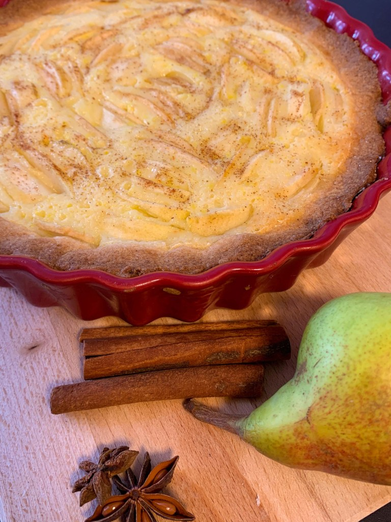 Pear pie with vanilla pudding