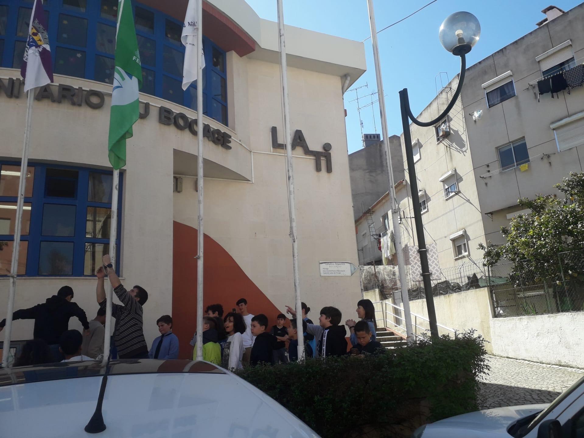 Hasteada a Bandeira Verde do Programa Eco escolas na Lati