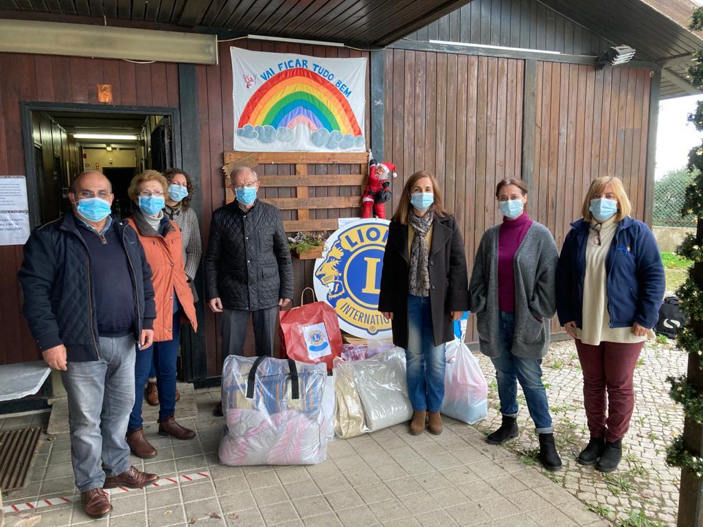 Lions Clube de Setúbal doam cobertores à LATI