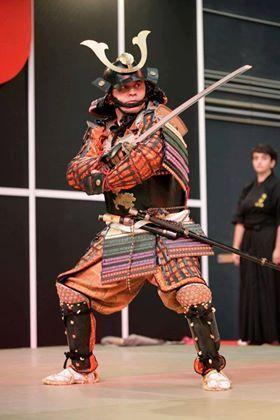 Idaten Royo, en una demostración con armadura japonesa