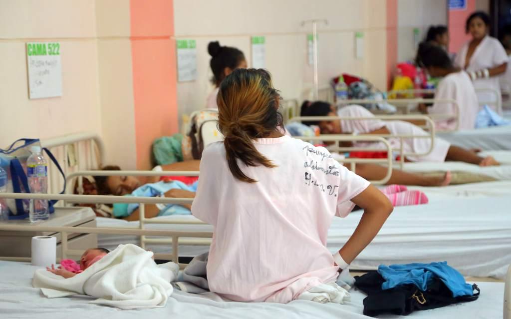 Madres adolescentes descansan
