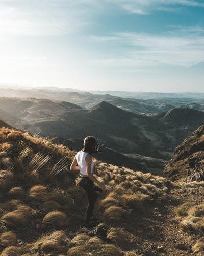 latina-hiking-latinas-travel-traveler
