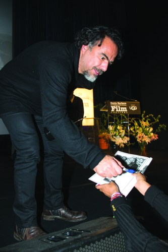 Alejandro González Iñarritú fue quien desató el mayor interés de los medios y de los presentes y fiel a su amigable estilo tuvo hasta tiempo para firmar autográfos a sus fans./OSCAR FLORES