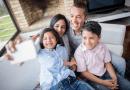 """Maneras """"inteligentes"""" en las que las familias socialmente distanciadas pueden mantenerse seguras y conectadas durante las vacaciones."""
