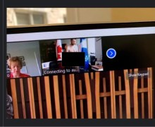 El MP William Amos se mostró desnudo mientras tenía una conferencia virtual