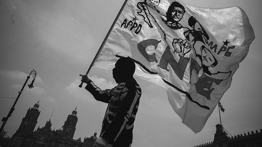Acusan a gobierno mexicano de financiar paramilitares
