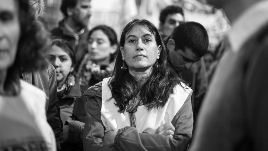 La directora de la escuela pública denostada por Clarín le respondió al diario