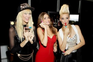 COVERGIRLs Sofia Vergara, Mim and Liv NERVO show some lip action with COVERGIRLs new Smoochies Lip Balm