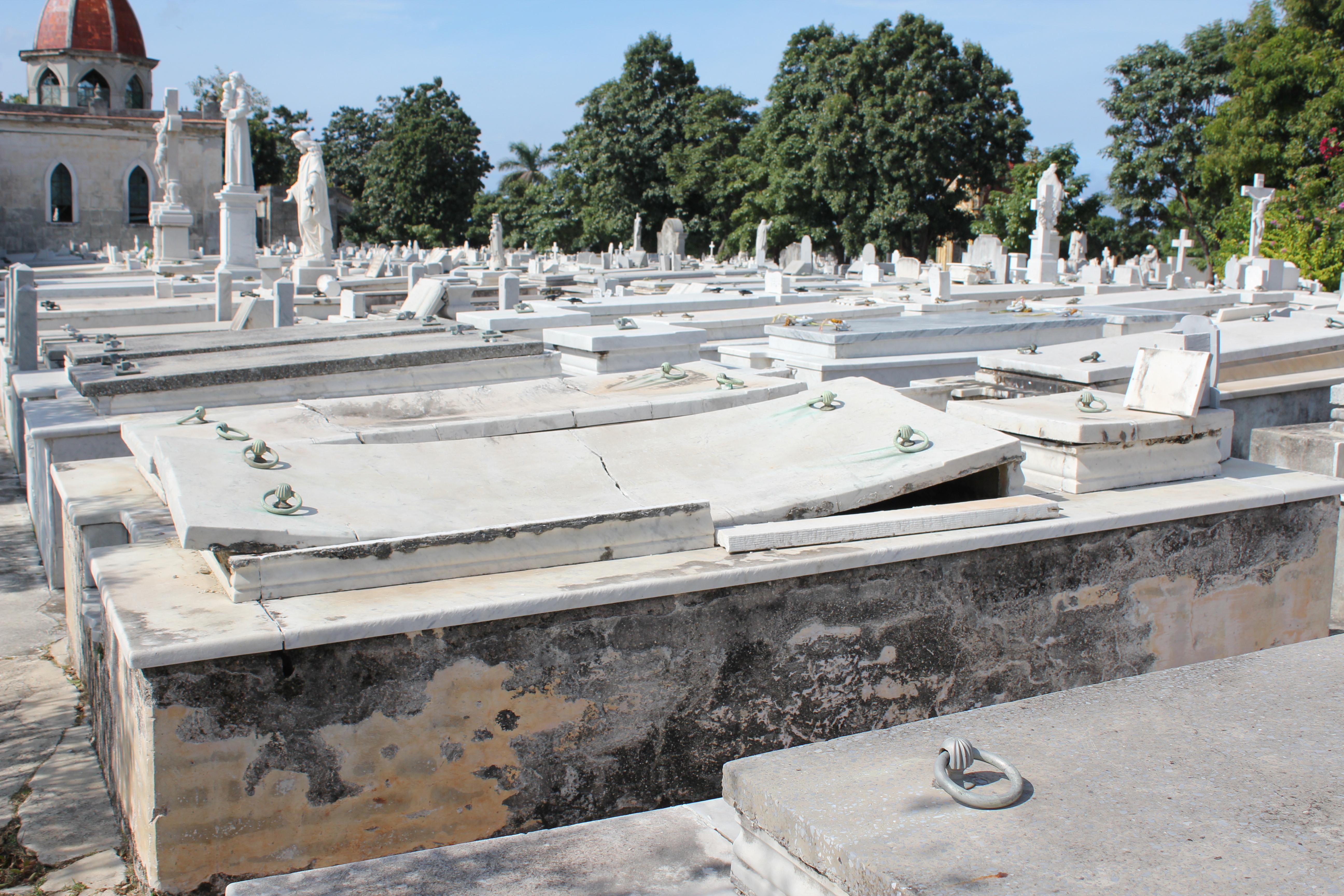 warped_marble_colon_cemetery_havana Havana has cemetery stories, too Cuba