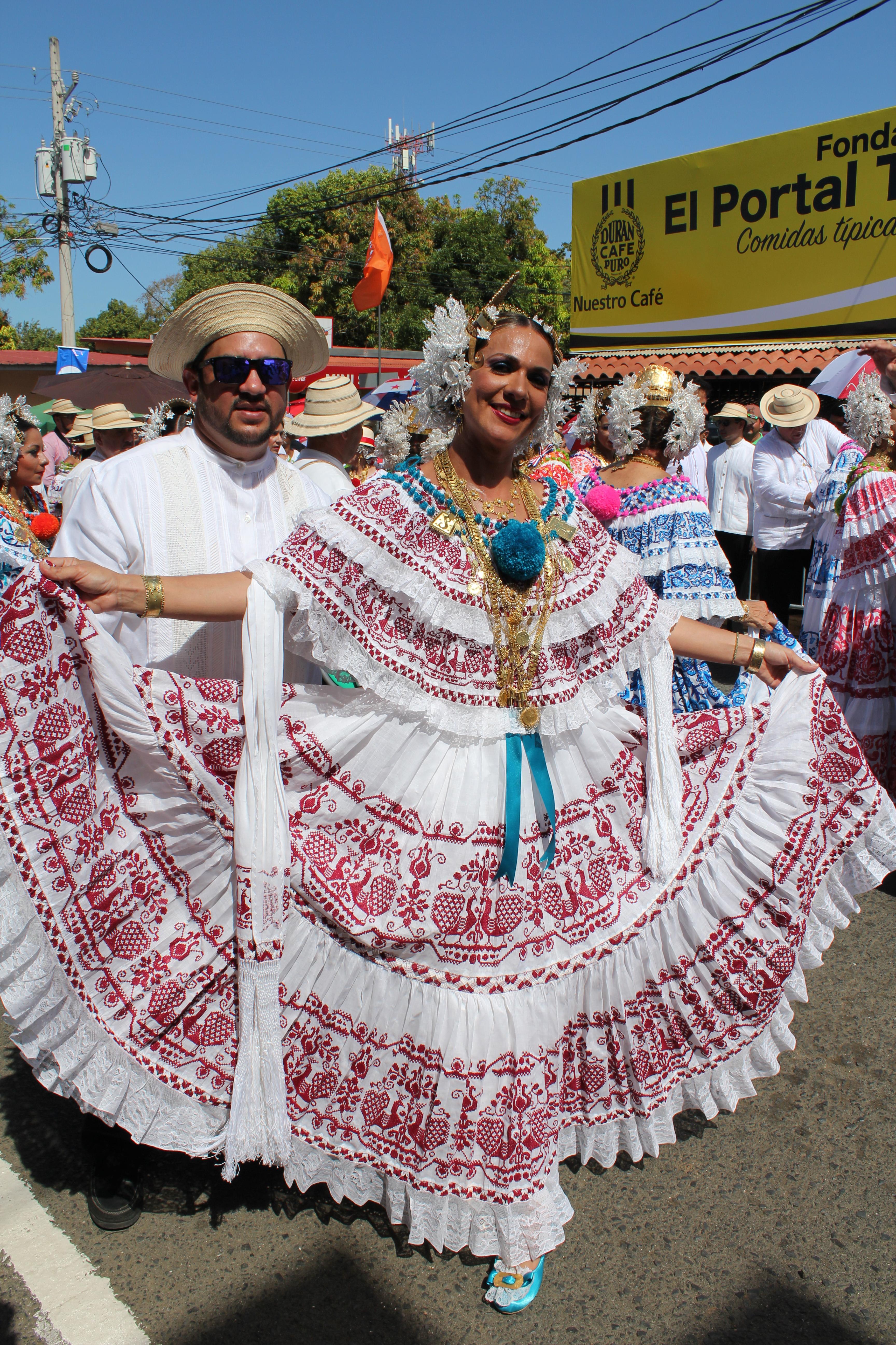 lovely-pollera-3 A Panama Road Trip Panama Panama Fairs and Festivals