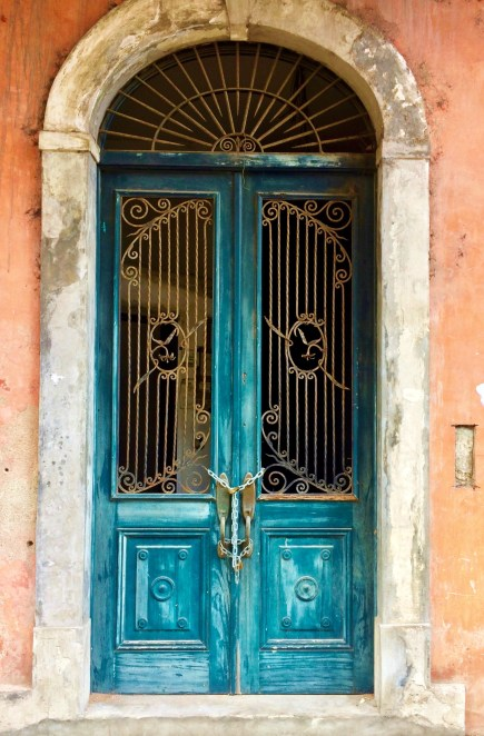 Casco-Viejo-Doorway-197x300 Discovering Casco Viejo, Panama Panama Panama City