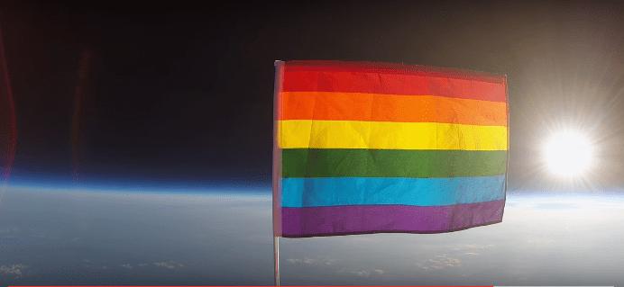 La bandera LGBT en el espacio.