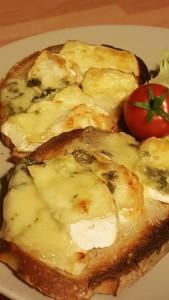 Bocada de formatges del pais / Tartine de fromages du pays