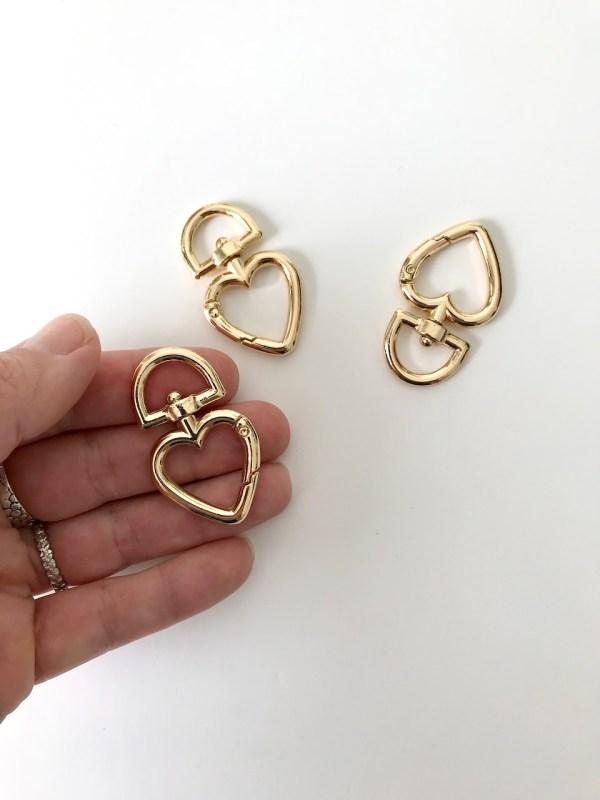 mousqueton doré en forme de coeur pour porte-clés en macramé