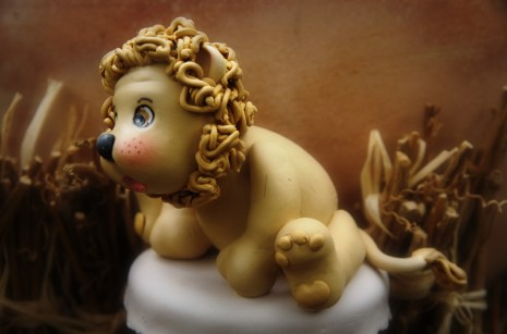 pot décoré lionceau en porcelaine froide