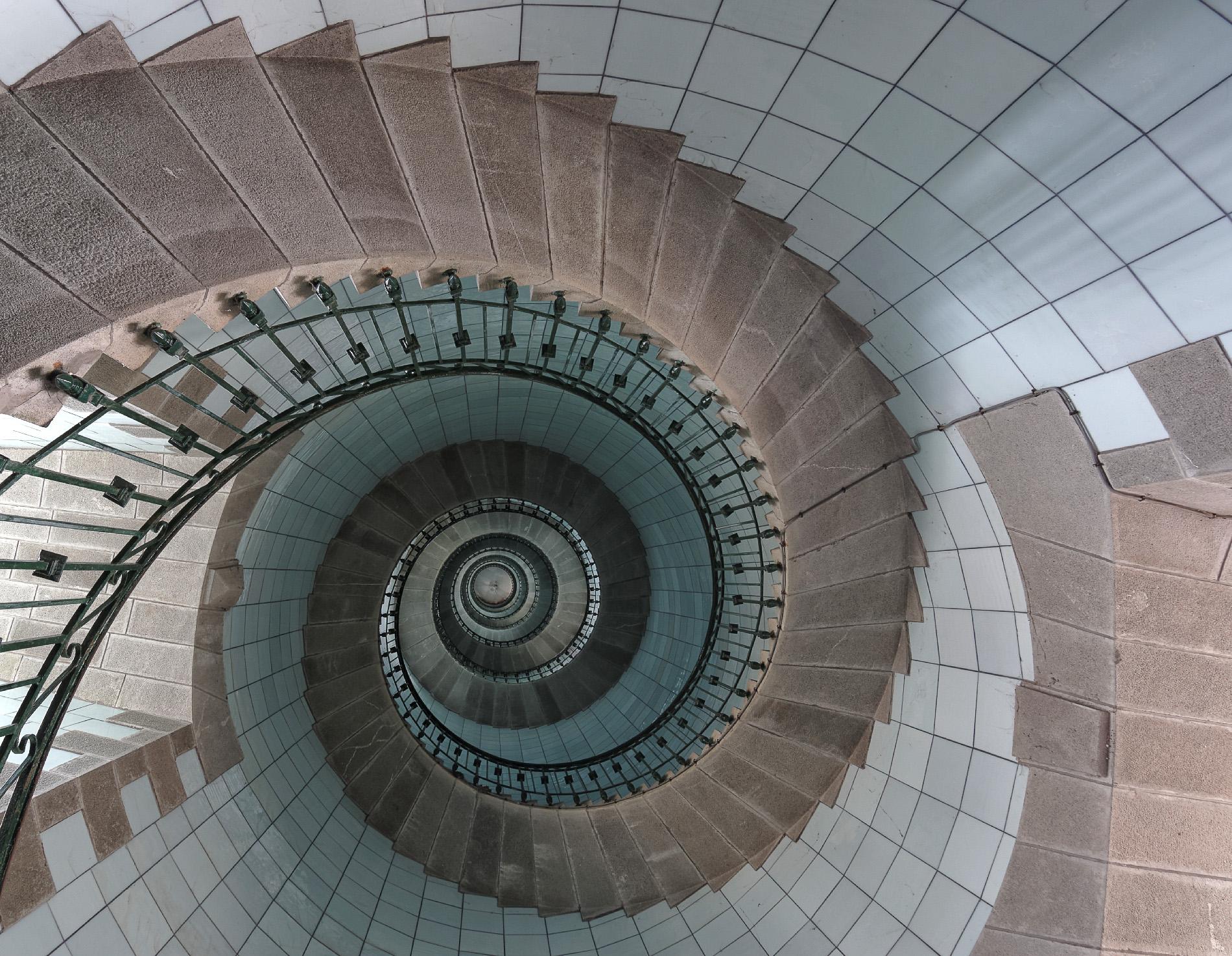 Lescalier du phare de lle Vierge  La Tribu dAnaximandre  des photos au fil des jours de