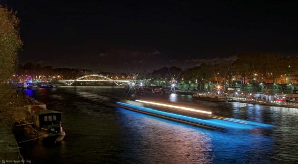un vaisseau sur la Seine