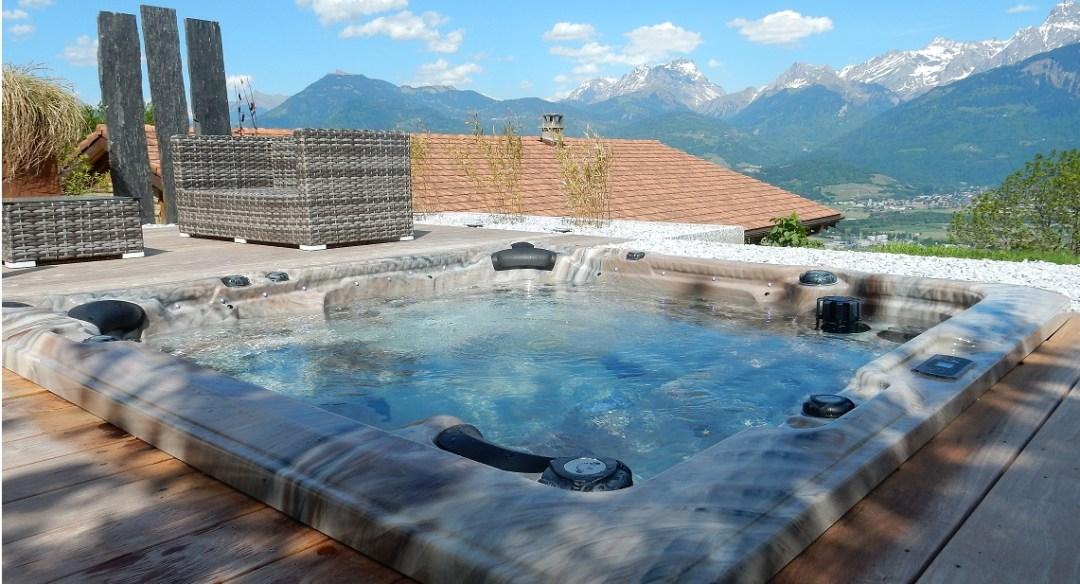 Spa aménagé Eden D8 ST par Everblue Suisse dans la Valais